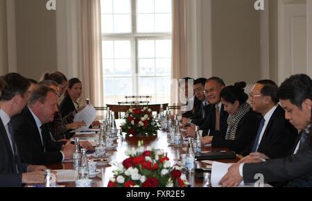 Copenhagen, Denmark. 17th Apr, 2016. Danish Prime Minister Lars Loekke Rasmussen (2nd, L) meets with visiting Chinese - Stock Photo