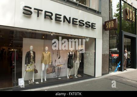 Deutschland, Nordrhein-Westfalen, Köln-Inenstadt, Breite Strasse, Strenesse - Stock Photo