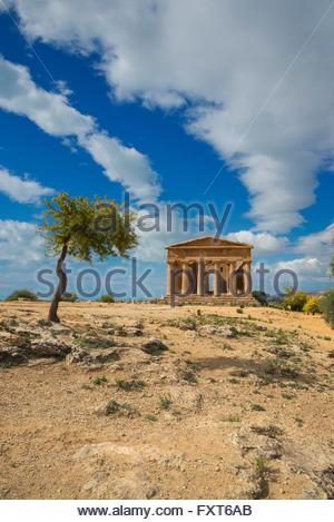 Distant view of the Temple of Concordia, Valley of the Temples, Agrigento, Sicily, Italy - Stock Photo