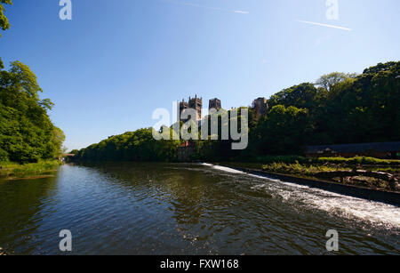 DURHAM CATHEDRAL & RIVER WEAR DURHAM ENGLAND 10 June 2015 - Stock Photo