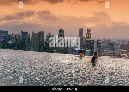Marina Bay Sands , Infinity pool, Roof Terasse, Sunset, Skyline, Asian Tourists, Marina Bay, Singapore, Singapur, - Stock Photo
