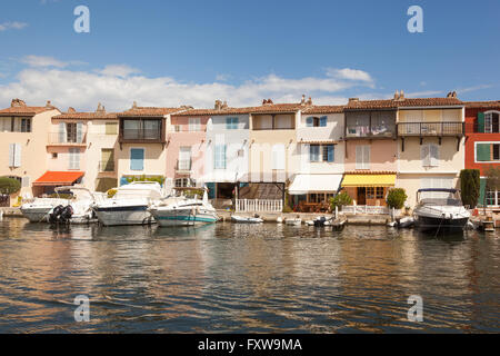 Boats moored in front of waterfront homes, Port Grimaud, Cote D'Azur, France - Stock Photo