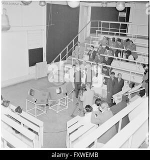 Studenten, Ärzte im Hörsaal, technische Geräte ... - Stock Photo