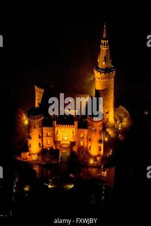 BEDBURG-HAU 14.11.2012 Nachtluftbild vom Wasserschloss Schloss Moyland bei Bedburg- Hau im Bundesland Nordrhein - Stock Photo