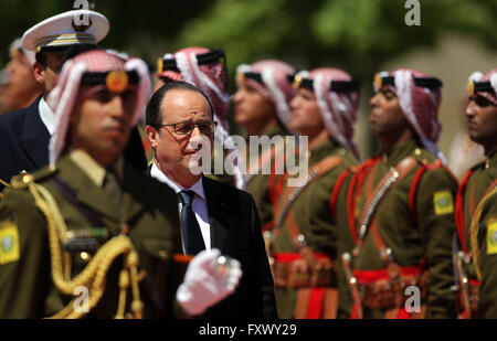 Amman, Jordan. 19th Apr, 2016. French President Francois Hollande reviews the guard of honor upon his arrival at - Stock Photo