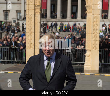 Trafalgar Square, London, UK. 19th April, 2016. 20 foot tall replica Arch of Palmyra weighing 12 tons is unveiled - Stock Photo