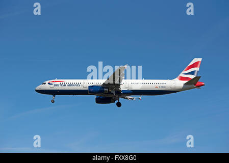 British Airways Airbus A 321-231 Aircraft Reg' G-MEDU.  SCO 10,335 - Stock Photo