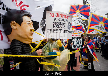 Tibetan-Americans protesting against Chinese president Xi Jinping during his visit to Washington, DC USA - Stock Photo