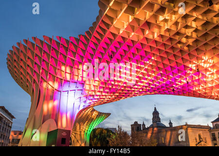 Metropol Parasol at the Plaza de la Encarnacion in Seville, J. Mayer Hermann architects, bonded timber with polyurethane - Stock Photo