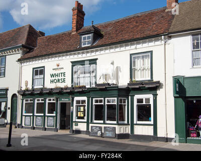 Town-center pub: The White Horse public house in North Street, Sudbury, Suffolk. - Stock Photo