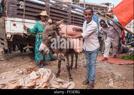 Market street scene, Mercato of Addis Ababa, Ethiopia - Stock Photo