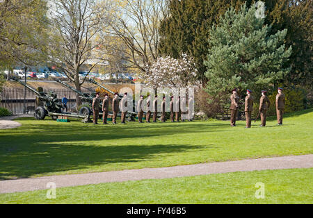 York, UK. 21st April, 2016. Soldiers from the Royal Artillery firing a 21-gun salute to celebrate the 90th birthday - Stock Photo