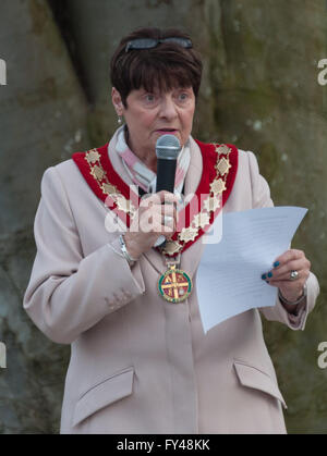 Carterton, Oxfordshire UK. 21st April, 2016. Carterton Town Council taking part in the Beacon Lighting Event for - Stock Photo