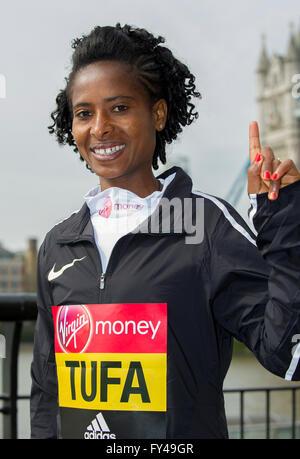 London April 21, 2016, Elite women 2015 race winner Tigist Tufa of Ethiopia poses in front of Tower Bridge as they - Stock Photo