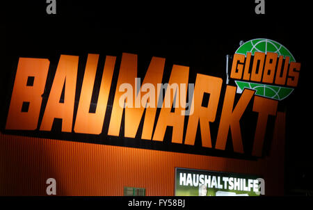 Markennamen: 'Globus Baumarkt', Berlin. - Stock Photo