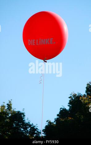 Luftballon: Die Linke - Impressionen Demonstrationen gegen TTIP, 10. Oktober 2015, Berlin. - Stock Photo