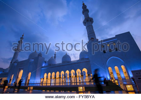 The largest mosque in the United Arab Emirates, Sheikh Zayed Mosque has four 350-foot minarets, 82 white marble - Stock Photo