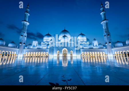 Sheikh Zayed Grand Mosque, Abu Dhabi, The largest mosque in the United Arab Emirates - Stock Photo