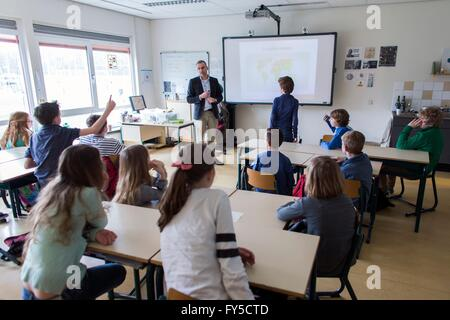 Education about insects-food at a primary school in the Netherlands - Stock Photo