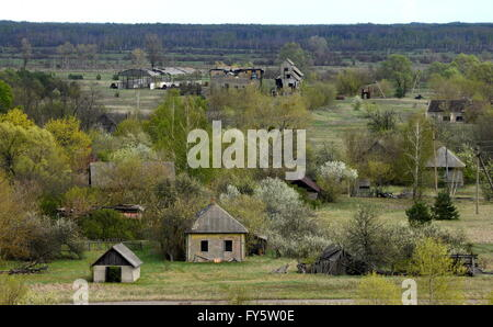 Gomel Region, Belarus. 22nd Apr, 2016. Abandoned houses in the village of Tulgovichi, Khoiniksky District, located - Stock Photo