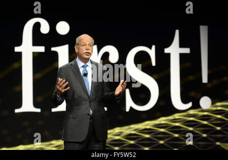 Detroit, Michigan, USA. 12th Jan, 2014. German Dieter Zetsche, Chairman of the Board of Mercedes Benz, presents - Stock Photo