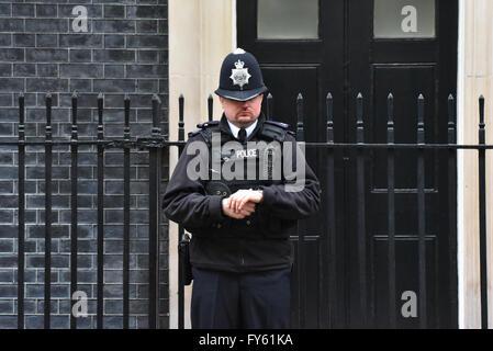 Downing Street, London, UK. 22nd April 2016. President Obama visits Downing Street. Credit:  Matthew Chattle/Alamy - Stock Photo