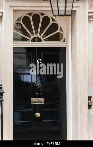 London, UK. 22 April 2016. The front door of number 10. Barack Obama, President of the United States, visits David - Stock Photo