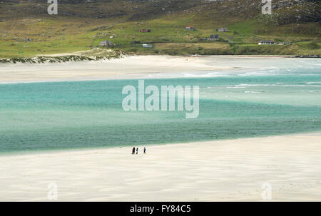 26/05/15.  Walkers on Luskentyre beach with Seilebost in the distance,  Isle of  Harris Scotland, UK. - Stock Photo