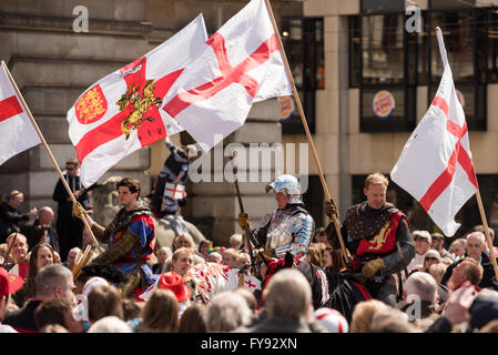 Nottingham, England UK 23 April 2016. Crowds gathered in the old Market Square. to see one of the UK's largest  - Stock Photo
