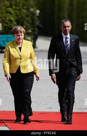 Hannover, Germany. 24th Apr, 2016. Visiting U.S. President Barack Obama (R) and German Chancellor Angela Merkel - Stock Photo