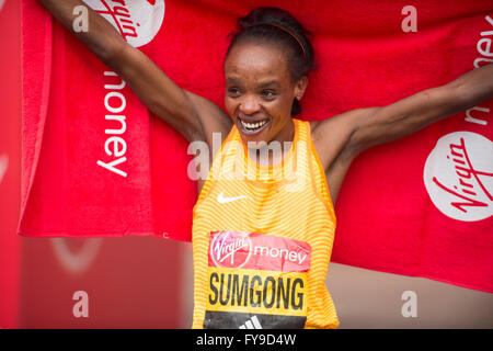 The Mall, London, UK. 24th April, 2016. 2016 Virgin London Marathon. Elite womens race winner Jemima Sumgong (KEN), - Stock Photo