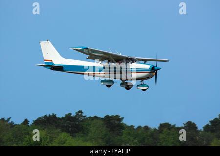Cessna 172 Skyhawk On Final Approach Over Approach Lights Stock