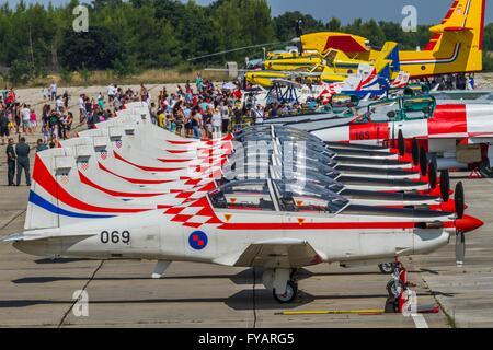 Krila oluje Wings of storm aerobatic group Croatia Croatian HRZ i PZO Zemunik lined apron - Stock Photo