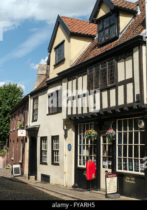 Antique and Collectible Shop in Elm Hill, Norwich, Norfolk, England - Stock Photo