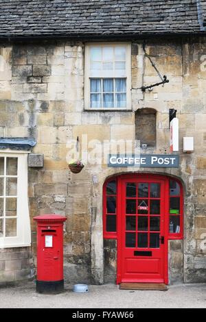 Coffee shop and Post Office in the Gloucestershire village of Fairford, England, UK. - Stock Photo