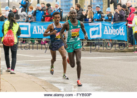 Docklands, London, England, UK. 24 April 2016. Wilson Kipsang, who eventually finished fifth, followed closely by - Stock Photo