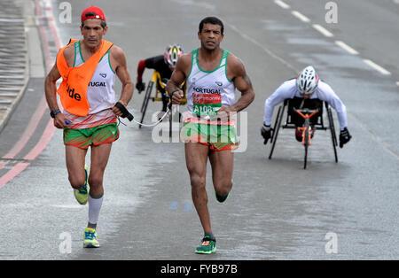 London, UK. 24th April, 2016. The Virgin London Marathon  The IPC competitors at Tower Bridge Credit:  Leo Mason - Stock Photo