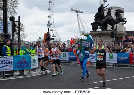 London, UK. 24th April, 2016. The Virgin London Marathon 2016 Credit:  Sylvie JARROSSAY/Alamy Live News - Stock Photo