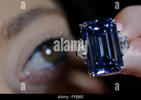London, UK. 25th April, 2016. A Christie's employee views the Oppenheimer Blue, 14.62 carat diamond that has an - Stock Photo
