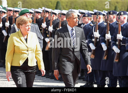 Hanover, Germany. 24th April, 2016. German Chancellor Angela Merkel and U.S. President Barack Obama during military - Stock Photo