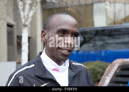 London, UK. 25th April 2016. Eliud Kipchoge(Kenya) attends a photocall by Tower Bridg Credit: Keith Larby/Alamy - Stock Photo