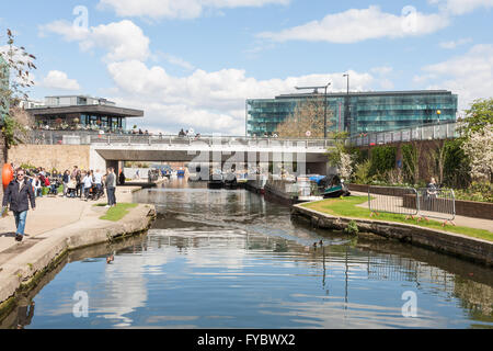 Regents Canal, by Granary Square with Kings Place in the background, Kings Cross, London, UK - Stock Photo
