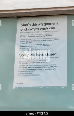 Bilingual bank closure notice at the former HSBC rural branch in Chirk North Wales - Stock Photo