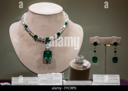 London, UK. 25 April 2016. Emerald and diamond necklace and earrings from the colleciton of Princess Gabriela. On - Stock Photo