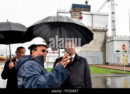 Kiev Region, Ukraine. 26th Apr, 2016. Ukraine's President Petro Poroshenko (R) visits the Chernobyl Nuclear Power - Stock Photo