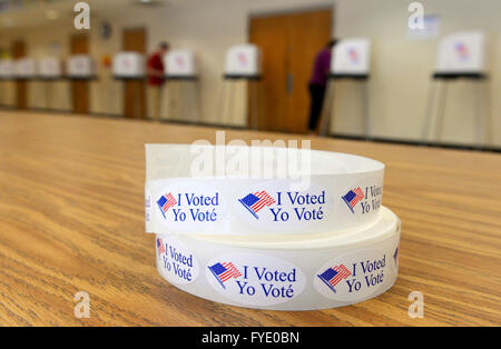 Washington, DC, USA. 26th Apr, 2016. People cast their votes at a polling place in Montgomery County, Maryland, - Stock Photo