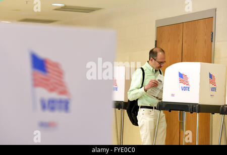 Washington, DC, USA. 26th Apr, 2016. A man casts his vote at a polling place in Montgomery County, Maryland, the - Stock Photo