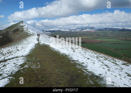 Walkers head towards to peak of The Lawley in Shropshire. The Shropshire Hills and Long Mynd can be seen in the - Stock Photo