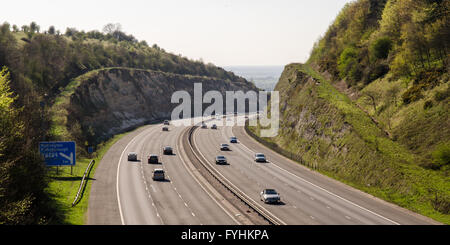 The M40 motorway cutting through the Chiltern Hills scarp at Stokenchurch Gap in Oxfordshire. - Stock Photo