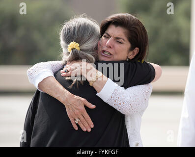 Luci Baines Johnson, daughter of former U.S. Pres. Lyndon Baines Johnson, hugs sister of Vietnam veteran at the - Stock Photo